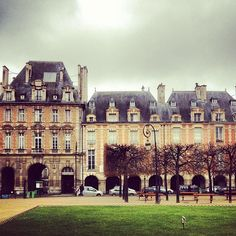 Never fails to amaze. #placedesvosges #paris #Travel