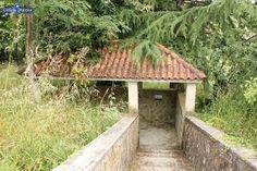 Fuente de aguas sulfurosas de O Bañiño. Loimil