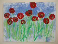 Avec l'éponge et la pince à  linge : on tapote de la peinture bleue pour le ciel. Avec la tranche du carton trempée dans de la peinture verte, on fait l'herbe, bien alignée en bas. Avec le bouchon trempé dans la peinture rouge, on fait des coquelicots, avec un petit point noir (pinceau très fin) au milieu.   ajouter un petit point jaune (au coton tige) au milieu de chaque fleur avec la tranche du carton, on ajoute qq herbes par dessus les fleurs.