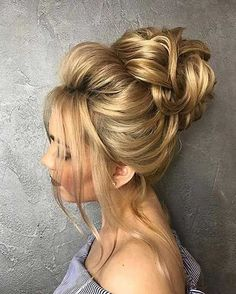 Awesome 18 Gorgeous Wedding Bun Hairstyles We created a list of wedding bun hairstyles, where you can find the variant for your satisfaction.weddingforwar… The post 18 Gorgeous Wedding Bun Hairstyles ❤ We created a list of wedding b . Wedding Bun Hairstyles, Messy Bun Hairstyles, Cool Hairstyles, Chignon Wedding, Flower Hairstyles, Bridal Hair Updo High, High Updo Wedding, Elegant Hairstyles, Wedding Braids