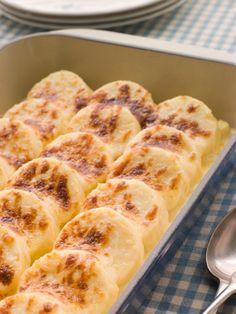 Gli gnocchi alla romana si possono fare in molti modi, oggi vi vogliamo riproporre la ricetta di Anna Moroni, celebre personaggio de La prova del cuoco.