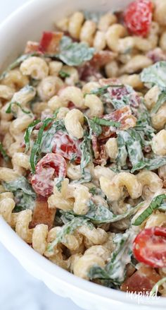 BLT Pasta Salad Recipe - a unique and delicious twist on classic pasta salad. Pasta Salad With Spinach, Blt Pasta Salads, Pasta Salad Recipes, Soup And Salad, Blt Salad, Unique Pasta Salad, Pasta Dishes, Pastas, Dinner Recipes
