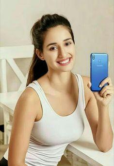 Disha Patani small Biography and current HD photos Indian Bollywood Actress, Bollywood Actress Hot Photos, Bollywood Girls, Beautiful Bollywood Actress, Most Beautiful Indian Actress, Beautiful Actresses, Indian Actresses, Bollywood Bikini, Disha Patani Photoshoot