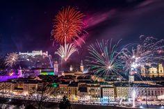 Blick vom Kapuzinerberg auf Feuerwerk von der Festung.