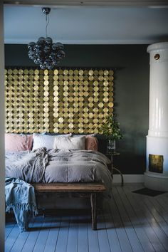 Day Home gold wall decoration