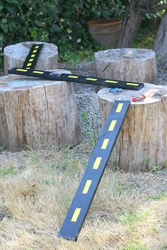 Such a fun homemade toy! Kids can move the boards to create all kinds of tracks for their toy cars! (How to Make Wooden Roads and Ramps for ... busy boards for boys, toy car roads, diy wooden toys, diy toy car, boy ideas, wooden road, boys ideas, kids boys, car kids