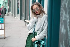 Outfit Idea: How to style pleated skirt this fall - Queenhorsfall