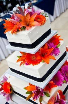 Bright Floral Wedding Cakes Danish Bakery, Floral Wedding Cakes, Buttercream Icing, Beautiful Wedding Cakes, Yummy Cakes, Bright, Desserts, Food, Tailgate Desserts