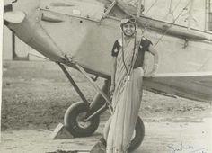 Sarla Thakral, firts indian woman pilot (1936)