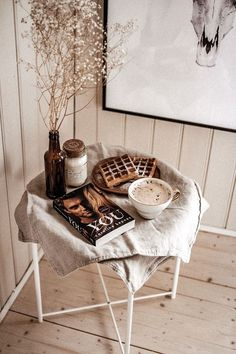 Cozy Aesthetic, Autumn Aesthetic, Brown Aesthetic, Flat Lay Photography, Book Photography, Cheap Coffee Maker, Coffee And Books, Decoration, Coffee Shop