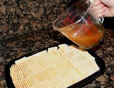 "Magic Crackers: ""You will have so much fun making these! Pour, cover, flip and enjoy! And NO, they are not soggy! Finger Food Appetizers, Appetizers For Party, Appetizer Recipes, Snack Recipes, Cooking Recipes, Cajun Recipes, Polish Recipes, Yummy Snacks, Healthy Snacks"