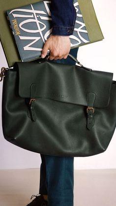 Burberry Prorsum Menswear Spring/Summer 2015 show Handbags For Men, Fashion Handbags, Fashion Bags, Leather Handbags, Leather Bags, Men's Fashion, Travel Accessories For Men, Leather Accessories, Luxury Bags