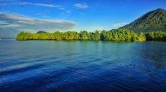 Jailolo bukan nama yang familiar sebagai lokasi wisata, namun kabupaten di Halmahera Barat ini punya beragam keunikan, termasuk sunset terbaik yang pernah saya lihat. Jailolo yang berupa teluk dikaruniai laut yang biru dan hijaunya bukit. Pemandangan yang kontras ini selalu memanjakan mata saat berkunjung ke Jailolo. @XL Axiata #PINdonesia