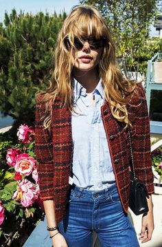 Frida Gustavson (model): tweed jacket + denim button down + jeans Looks Street Style, Looks Style, Looks Cool, Style Me, Estilo Boyish, Estilo Denim, Fashion Images, Look Fashion, Womens Fashion