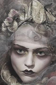 Russian Supermodel Sasha Pivovarova at John Galliano Sasha Pivovarova, Runway Makeup, Beauty Makeup, Hair Makeup, John Galliano, Makeup Inspo, Makeup Inspiration, Pagan Poetry, 1920s Makeup