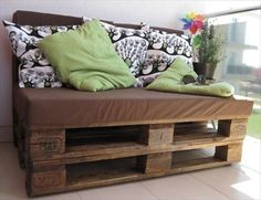 Comfortable Pallet Sofa for Your Lounge | 101 Pallets