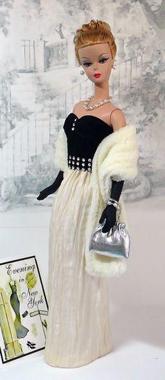 Evening Glamour in New York Barbie Mode, Barbie I, Barbie World, Barbie And Ken, Vintage Barbie Clothes, Vintage Dolls, Doll Clothes, Barbie Gowns, Barbie Dress