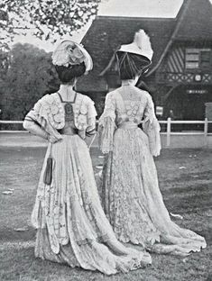 Vintage Fashion Aux courses (at the races), Deauville, - Edwardian Clothing, Antique Clothing, Edwardian Fashion, Vintage Fashion, Edwardian Era, 1900s Fashion, Edwardian Dress, Retro Mode, Vintage Mode