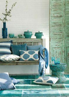 couleur turquoise, aménagement de couleur turquoise, meubles bleu-ciel, mur de briques blancs