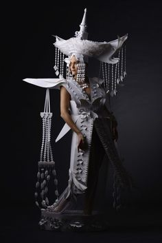 vestidos hechos en papel Wuyeteke.