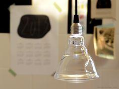 Ceci par -  verlichting. Een gebroken gloeilamp functioneert niet, of ... ? Door slim gebruik van een high power LED, verwordt lichtbron tot lampenkap, en wordt het onmogelijke mogelijk. Dutch Design by Studio Sander Mulder