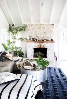 Five tips for creating a Hamptons-style home Boho Home :: Beach Boho Chic :: Living Space Dream Home :: Interior + Outdoor :: Decor + Design :: Free your Wild :: Bohemian Home Style Inspiration Home Interior Design, House Styles, Beach House Decor, House Design, Home And Living, Coastal Style Living Room, House Interior, Hamptons Style Homes, Retro Home Decor