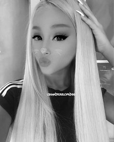 ☆~Ella birak~☆ Give me all . Dried fruit or cheez.or nutmix? Ariana Grande Drawings, Ariana Grande Wallpaper, Ariana Grande Pictures, Real Rapunzel, Ariana Grande Perfume, Dangerous Woman, Queen, Dried Fruit, Celebs