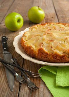Caramel Apple Upside-Down Skillet Cake Recipe Greek Desserts, Apple Desserts, Greek Recipes, Apple Recipes, Cake Recipes, Snack Recipes, Snacks, Low Calorie Recipes, Diabetic Recipes