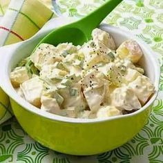 Slim-and-Trim Potato Salad, Fitness Magazine. So I know it's all about the low-fat mayo, but who likes low-fat mayo? Sweet Potato Recipes Healthy, Quick Recipes, Healthy Snacks, Healthy Eating, Healthy Recipes, Healthy Picnic, Healthy Potatoes, Salad Recipes, Diet Recipes