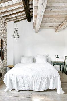 Renovated rustic bedroom in Tuscany / Antiguo dormitorio renovado