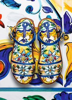 b271e4b10f733 Discover the new Dolce   Gabbana Women s Maiolica Collection for Fall  Winter 2016 2017 and get