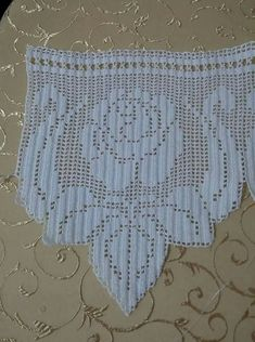 52 Ideas For Crochet Lace Heart Crafts - Diy Crafts Filet Crochet, Crochet Motifs, Crochet Trim, Crochet Doilies, Crochet Yarn, Crochet Stitches, Machine Embroidery Projects, Embroidery Patterns, Knitting Patterns