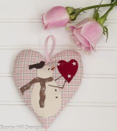 Snow Happy Hearts Join me inourSnow Happy Hearts Club for 2015. You'll get a head start on Christmas decorating and have 12 snowmen ornaments completed by December. You'll find a new heart patt...