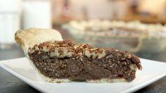 Chocolate Pecan Pie Recipe  Ja kermat päälle http://en.wikipedia.org/wiki/Cr%C3%A8me_anglaise