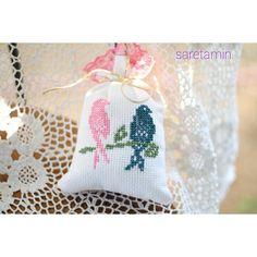 #sareetamin #saretamin #crosstitch #etaminkese #vintageetamin #vintage #etaminşablon #crosstitchrose #lavander #lavanta #lavantakesesi #kanaviçe #pink #blue #bird #pembe #mavi
