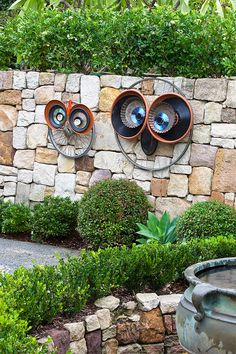 How to make recycled wheel owls tutorial.  #diy #gardendesign #owls