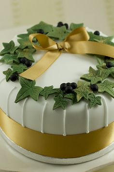 Christmas cake ivy. Juliet Stallwood Cakes & Biscuits