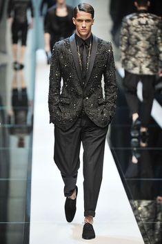 Dolce & Gabbana Spring 2010 Menswear Fashion Show Madrid, Daily Fashion, Fashion Show, Fashion Outfits, Ankara Fashion, Mens Fashion Suits, Mens Suits, Mens Tux, Mode Costume