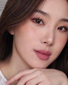 asian makeup – Hair and beauty tips, tricks and tutorials Asian Makeup Looks, Korean Makeup Look, Celebrity Makeup Looks, Makeup Trends, Makeup Inspo, Makeup Inspiration, Beauty Makeup, Hair Makeup, Simple Makeup