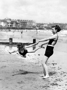 These photos are from a massive gallery on The Weather Channel called Before the Bikini: Rare Vintage Beach Photos . Hair Removal Diy, At Home Hair Removal, Old Pictures, Old Photos, Vintage Beach Photos, Vintage Pictures, Nicola Peltz, Hair Color Remover, Jana Kramer