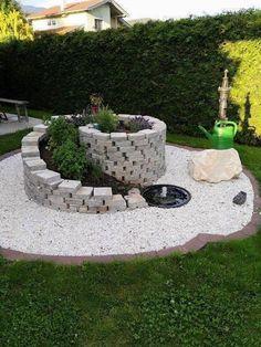35 Fascinating, Easy-to-Do and Unique DIY Raised Garden Bed Ideas - Alles über den Garten Garden Yard Ideas, Garden Projects, Garden Decorations, Backyard Ideas, Diy Garden, Backyard Patio, Garden Table, Diy Patio, Patio Ideas