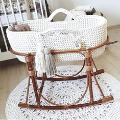Tips for Buying a Moses Basket - checklist by Kids Interiors - safety issues, deisgn features, practical features, budget. Baby Bedroom, Baby Boy Rooms, Baby Room Decor, Baby Bedding, Baby Moses, Baby Bassinet, Baby Cribs, Baby Beds, Baby Furniture
