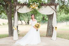 A sunflower spring wedding at CW Hill Country Ranch in Boerne Texas by Allison Jeffers Wedding Photography 0032