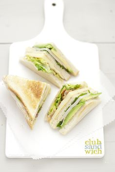 turkey club sandwich w/ fontina, spinach and avocado Club Sandwich Recipes, Deli Sandwiches, Delicious Sandwiches, Soup And Sandwich, Brunch, Food Tasting, Light Recipes, Bento, Food Photography