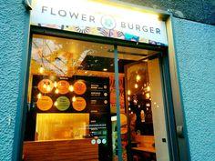 """Si chiama """"Flower burger"""" e ha appena aperto a Milano: hamburger vegani preparati dall'ex concorrente di Masterchef, Viola."""