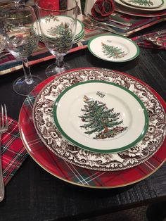 Spode Christmas Tree paired with Spode Delamere for a perfect holiday table. Christmas Dinner Set, Tartan Christmas, Spode Christmas Tree, Christmas Dishes, Christmas Tablescapes, Holiday Tables, Christmas Holidays, Christmas China, Scandinavian Christmas