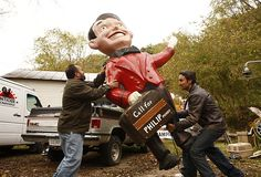 This would look soooo good on my front lawn....    American Pickers — History.com Photo Galleries