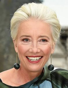Emma Thompson rolls back the years as she shoots new Disney movie Cruella in London Short Hairstyles Fine, Haircuts For Medium Hair, Hairstyles Over 50, Cool Hairstyles, Modern Hairstyles, Short Thin Hair, Short Grey Hair, Short Hair Cuts, Thick Hair