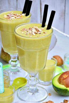 Moja smaczna kuchnia: Koktajl bananowy z awokado Homemade Protein Shakes, Easy Protein Shakes, Protein Shake Recipes, Cocktails, Drinks, Weight Loss Smoothies, Fruit Smoothies, How To Lose Weight Fast, Cake Recipes