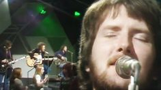 "Stealers Wheel '73 ""Stuck In The Middle"" Performance Will Take You Back"